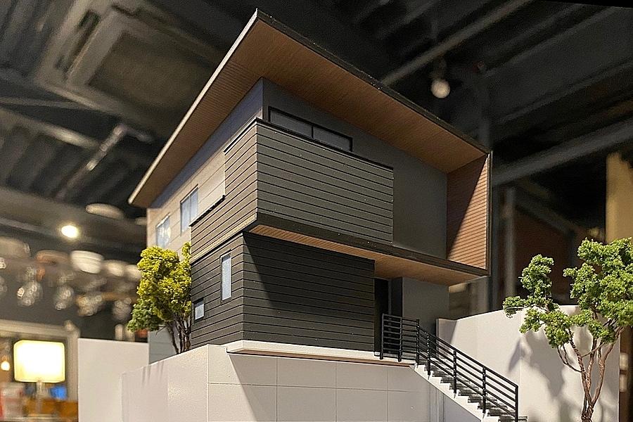 長久手市「五合池の家」建築模型を見ながらの打合せ